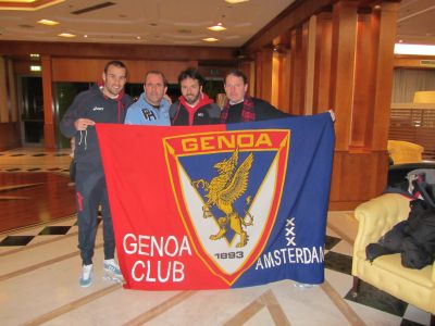 Rodrigo Palacio with the official flag of Genoa Club Amsterdam