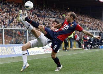 Palacio and De Ceglie do everything to get the ball