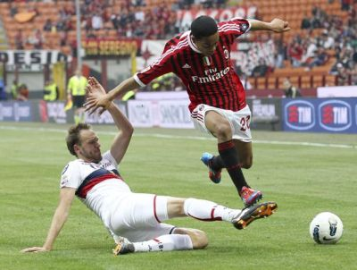 Adreas Granqvist with Urby Emanuelson, a confrontation in Holland the last years and this season in Serie A